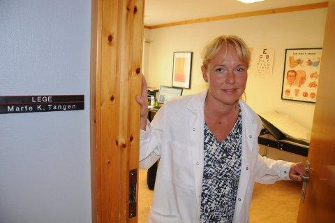 HAR KONKRETE FORSLAG: Lederen i Hedmark legeforening, Marte Kvittum Tangen, har flere konkrete forslag til hvordan fastlegeordningen kan forbedres. (Foto: Jon Iver Grue)