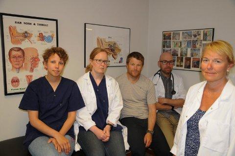 UNGE FASTLEGER: Marte Kvittum Tangen (foran) og bak fra venstre: Victoria Lykke Syse, Silje Kleven, Ove Feragen og Tor Halvor Bjørnstad.
