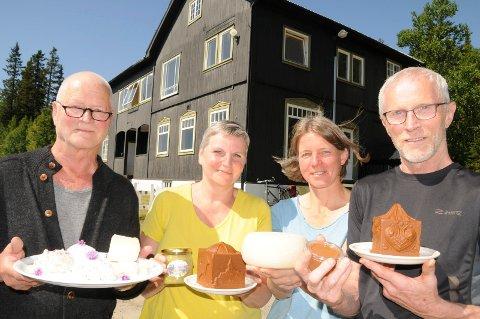 GRUNDERE: Stein Vaaler (fra venstre), Ellen Marie Tangen, Tanja Vaaler og Hans Bodal i Solliaysteriet SA er  klar for  ysting i de gamle butikklokalene etter Sollien Handel 1. mars neste år.