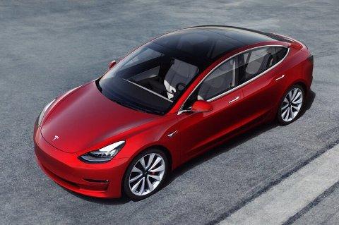 TESLA MODEL 3: Nordmenn kan nå bestille Teslas folke-elbil Tesla Model 3 med firehjulstrekk og en rekkevidde på over 50 mil for like over 450.000 kroner. Foto: Tesla