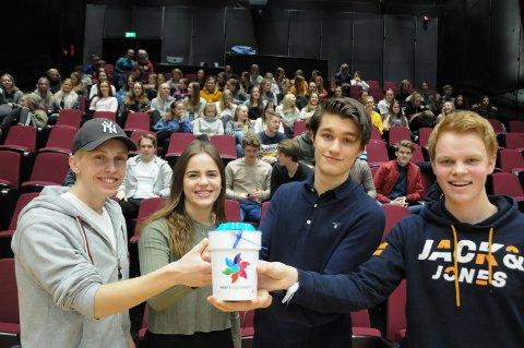MÅL OM NY REKORD: Erik Lillebakken (fra venstre), Eira Øien, Ola Bakkom og Jarne Nerby i aksjonskomiteen for Krafttak mot kreft på Nord-Østerdal videregående skole. Åshild Gussgard var ikke til stede da bildet ble tatt.