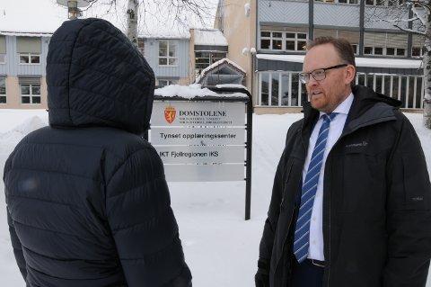 UGYLDIG OPPSIGELSE: Sykepleieren ved Moratunet sykehjem i Stor-Elvdal  ønsker ikke å stå fram med fullt navn og bilde. Advokat Fredrik Lund Skyberg er hennes prosessfullmektig.
