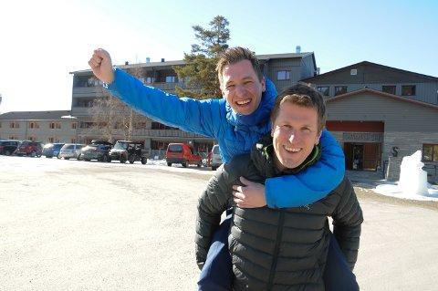 INVESTERER VIDERE: Eiendomsselger Fredrik Malvik Forbregd og Per Morten Hektoen (foran) satser på stortstilt utbygging av Savalen Fjellhotell.