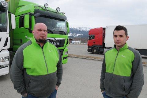 OMVEG: I stedet for E6 fra Oslo til Vinstra måtte trailersjåførene Kristof Muclia og Wiktor Burkot kjøre riksveg 3 fra Oslo til Alvdal  tirsdag.