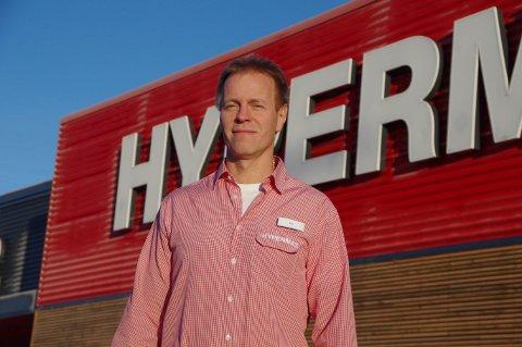 DIREKTØR: Kaj Hänninen i Hypermat forteller at det ikke er Hypermat sin skyld at bakterienivået i kjøttet har overgått grenseverdiene.