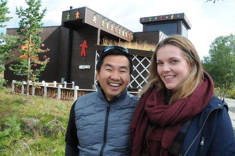 FLESKET TIL: Tore og Elin Kathrine Ølsholm kjøpte verdens største pepperkakehus på Savalen usett for 11, 4 millioner kroner i februar.
