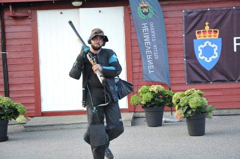 HJEM FOR Å TRENE: Sindre Norvik så ikke nieren. Nå skal han hjem å trene stående skyting.