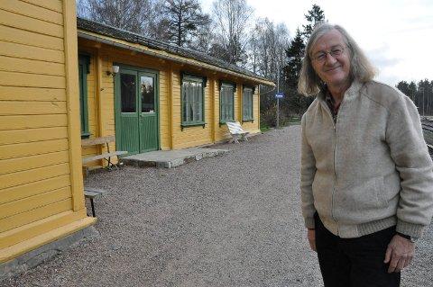 GJENVALGT: En overrasket Stein Wølner Bie (SV) er gjenvalgt i kommunestyret i Stor-Elvdal. Han sto på sisteplass på SV-lista, men fikk mange personstemmer og slengere. (Foto: Sigbjørn Kristiansen)