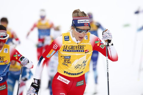 Therese Johaug under 10 km fellestart for kvinner i Lago de Tesero.