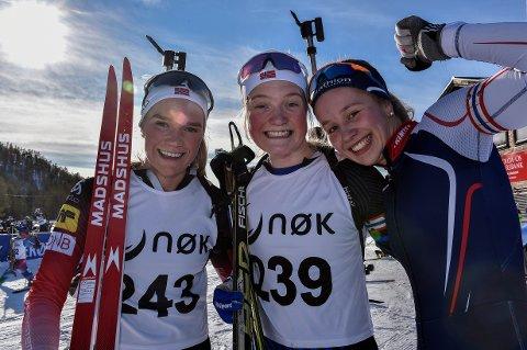 GULLJENTENE: Juni Arnekleiv, Randi Sollid Nordvang og Guri Sandvold, sett fra venstre, sørget for stafettgull i Stormoegga søndag.