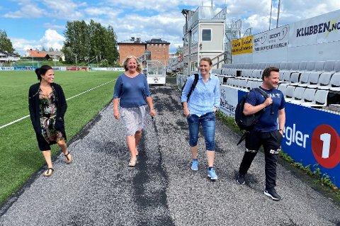 SKJØNT ENIGE: F.v.: Daglig leder i Elverum Fotball, Ida Dyreng, orfører Lillian Skjærvik, styreleder i Elverum Fotball, Stine S. Skjæret og akademiansvarlig Stian Aasen. Alle håper nå fotballen får rulle i gang igjen for fullt fra 8. august.