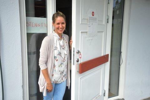 STOLT: Enhetsleder for kortidsavdelingen på Moratunet, Line Larsen (30) er én av mange som har stått på for å få på plass en egen avdeling som kan ta imot korona-pasienter i Stor-Elvdal. Den står foreløpig ubrukt. – Det er jeg stolt over, men samtidig står vi klare til å kaste oss rundt på et døgns varsel skulle det bli nødvendig, sier hun.
