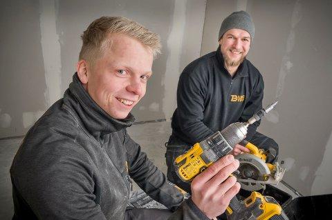 ETABLERER: Ole Gunnar Bang vil forsøke seg i håndverkbransjen med sitt nyetablerte Bang bygg. Som medarbeider har han Hariss Hajic.