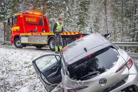 GLATT: Viking - Kr Repseth Auto på Skotterud hadde en travel dag da høstens første snø kom.