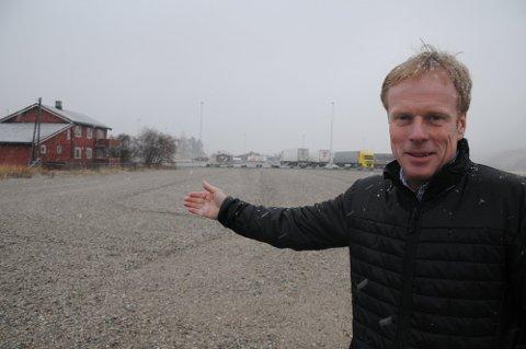 KAN KANPT VENTE: Etter at det åpnes for detaljvarehandel på Steimosletta kan utbygger og forretningsmann Bjørn Dæhlie knapt vente med å sette spaden i jorda.