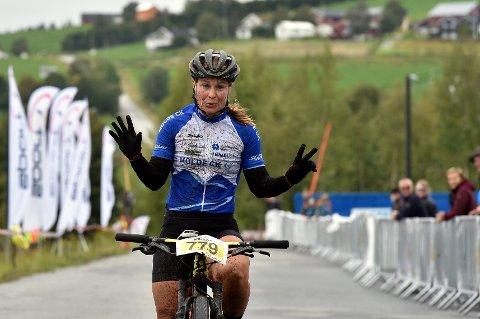 SEIER: Hildegunn Hovdenakk, Molde CK passerer mål som vinner av årets TransØsterdalen.