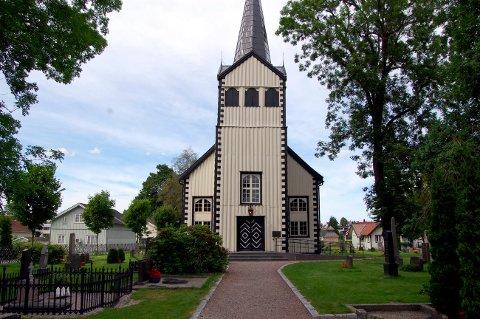 Kirken på Vestsida ble sprinklet etter kirkebrannen på øst og har ingen avvik.
