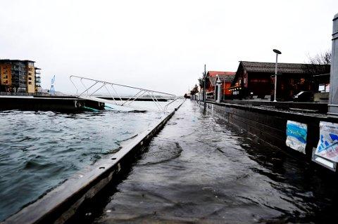 VÅTT: Det meldes om mye nedbør de neste dagene. Dette medfører at Meteorologisk institutt har sendt varsel om oransje nivå når det gjelder vannstanden i Vestfold, Telemark og Agder.