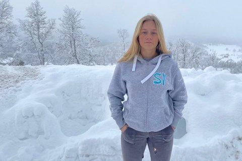 TØFT: Det har vært vanskelig å sjonglere hverdagen, innrømmer Alina Wetherill (18).