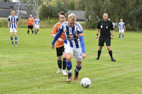 I rute: Haakon Aaltvedt Pettersen setter inn sitt andre mål mot Klyve torsdag. Han har scoret syv mål på de to første kampene for Eidanger i 5. divisjon, og har som mål å score 20 mål på høstens 11 kamper.