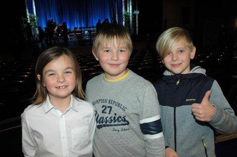 INSPIRASJON: Forestillingen var en god inspirasjon for de tre juniorene i aspirantkorpset. – Dette var morsomt og det vil vi også være med på sa det tre, fra venstre: Tomasz (9), Daimomtas (9) og Ludvig (11).