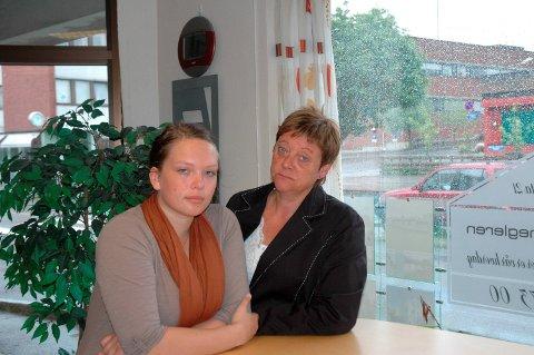 Rammet: Bildet av Tina Ødegård Holt og Ellen Solbrække er tatt 23. juli 2011, og begge er dypt berørt av terroren.