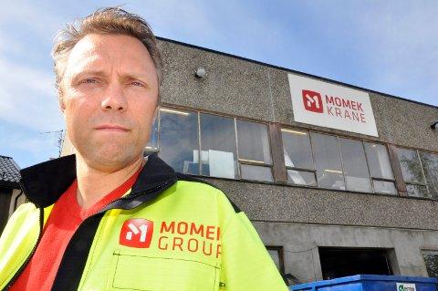 Wiggo Dalmo synes det er sterkt beklagelig at 20 ansatte ved Momek Fabrications må sies opp. Foto: Arne Forbord
