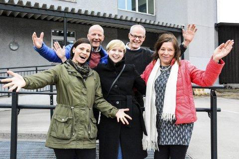 Jubel: Agnethe Bjørkhaug (t.v.), Torbjørn Aag, Marlene Jordbru, Dag Oddvin Sætran og Siri Kvitvik er henrykte over det nye studiet som er på tur.Foto: Kenneth Haagensen Husby