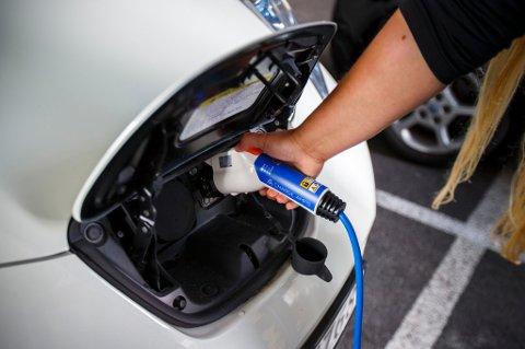 BRÅK: Stillegående elbiler kan være et problem for svaksynte.