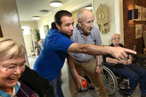 Naif Kadoura og Olav Nerdal har blitt gode venner. – Mine nye venner lyser opp hver gang jeg kommer på besøk, sier Naif Kadoura.