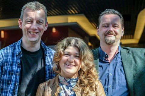 Til Hemnes og Mo: :- Kom og hør, det er absolutt et musikalsk håndverk, sier styreleder Roger Israelsen (t.v.), vokalist Hege Cecilie Søgaard og musikalsk leder Ulf Skjæran.