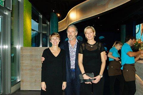 Aino Olaisen (t.v.), Petter Sandberg og Camilla Bredesen under åpningen av visningssenteret torsdag.