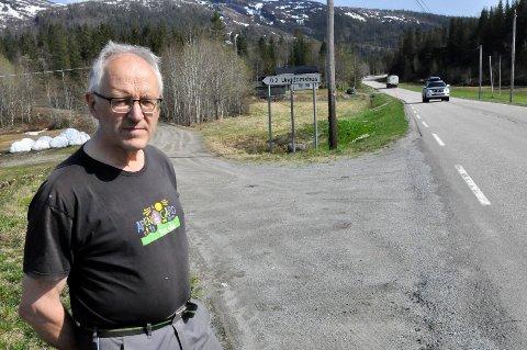 Kåre Sjåvik og Ungdomslaget Heim har et sterkt ønske om å anlegge ny tilkomstvei, slik at vinkelen på avkjøringen blir rett og sikten bedre.