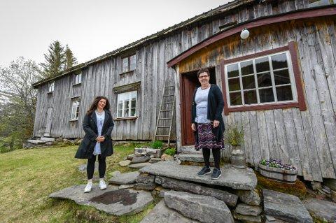 Ann-Synnøve og moren Agdis Albertsen har restaurert den gamle fjellgården i Hemnes, bit for bit. Arkivfoto: Øyvind Bratt