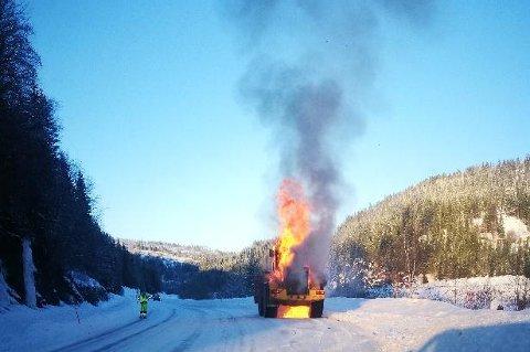 Det er ikke mulig å redde hjullasteren det begynte å brenne i.