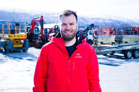 Lars-Marius Haldorsen, daglig leder i Byggesystemer Helgeland AS, er sikker på at vi vil se flere elektriske maskiner i byggebransjen framover.
