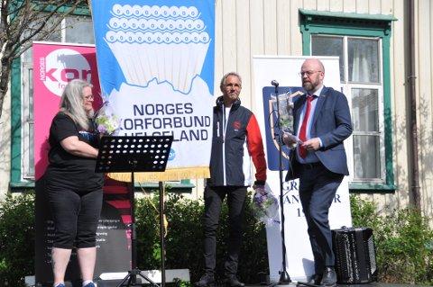 Åpning: Ordfører Geir Waage deltok på åpningen av sangerstevnet 2019, på Beyergården i fullt solskinn.