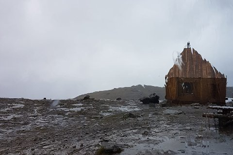 Værforholdene på 1200 meter ved Rabothytta innbyr ikke til fest.