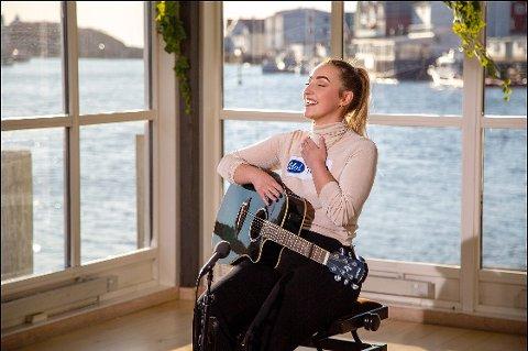 Stine Pettersen er videre i Idol og forteller at hun aldri kommer til å slutte med musikken.