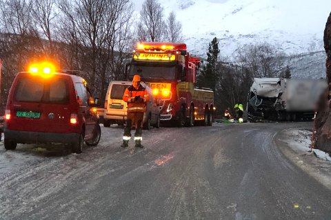 Bilbergerne jobbet gjennom natta på ulykkesstedet.