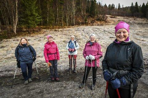 To ganger hver uke går Karin Sandberg og venninnene Vibeke Abelsen, Solveig Liasjø, Alfhild Graneng Nilsen og Elin Nilsen tur til Selforslia. – Når vi kommer ned, er vi ferdigsnakka, sier de.