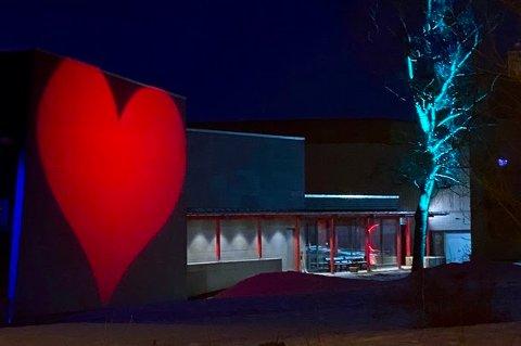 Et hjerte ved inngangspartiet.