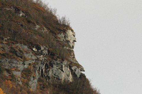 Store krefter: Om fjellet skulle rase vil det kunne ta med seg enorme mengder kubikk med stein, som potensielt kan legge store deler av nærområdet under vann. Arkivfoto