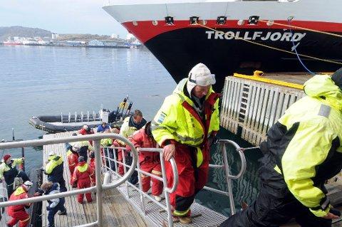 Et velkjent syn i mange havner. Men i år er turiststrømmen fra utlandet tørket helt inn.