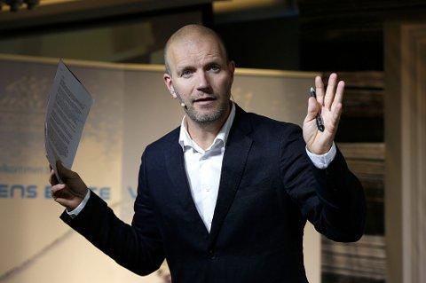 – Kan de ikke få utdanne mediokre lærere som blir boende i Nordland og koser seg der oppe da? Spurte Bård Tufte Johansen i fredagens humorprogram på NRK, Nytt på Nytt. Ikke alle har satt like stor pris på satiren.