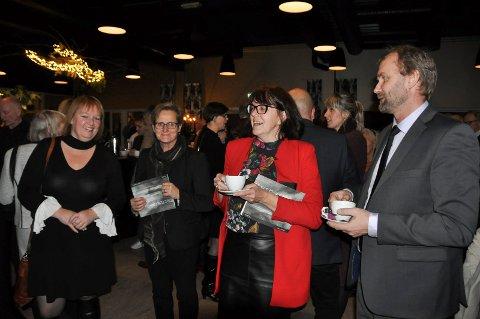 Line Helen Johnsen, Rita Johnsen, Guro Kirkerud, Anne Katrine fossum og Vidar Flatmark koste seg på operapremieren.