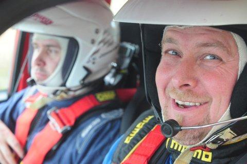 VOLVO ORIGINAL: Tommy Eng og kartleservikar Johansen i farta på Rally Hedemarken.