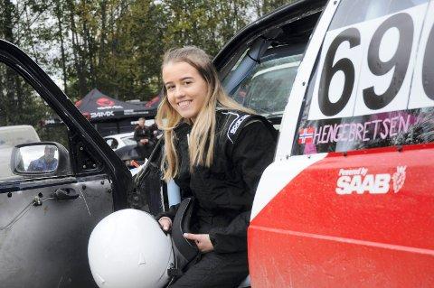 ARV OG MILJØ: Henriette Engebretsen kjørte sitt første bilcrossløp i helga. Både arv og miljø har ført brumunddølen til Vendkvern. Hun er ikke den eneste som er bitt av basillen.
