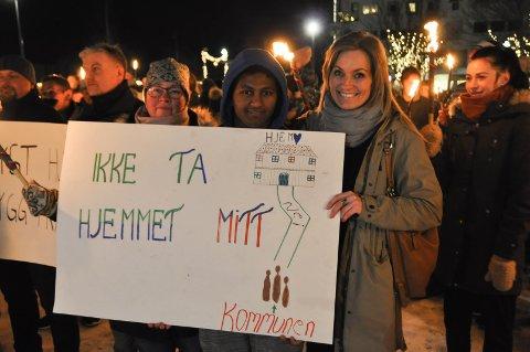 HJERTESAK: F.v: Lise Knutsen (46), Natnael Tewelde (17) og Lisbeth Karlfjøs (47) er blant brumunddølene som kjemper for å beholde Bema.