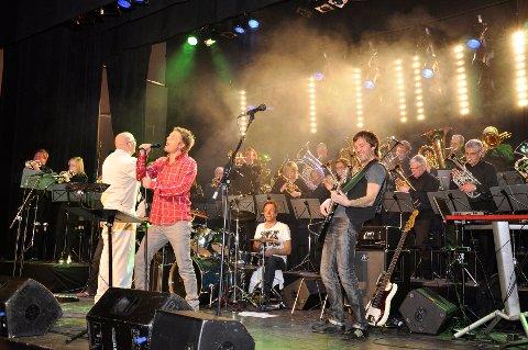SUKSESS I 2010: Brumunddal Brass og Gaute Ormåsen hadde suksess med Queen-musikk i 2010. Nå skal suksessen gjentas med Rune K. Sørheim som vokalist.